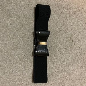 Lilly Pulitzer black patent bow belt gold detail
